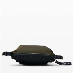 NWOT Lululemon belt bag in olive/black mesh